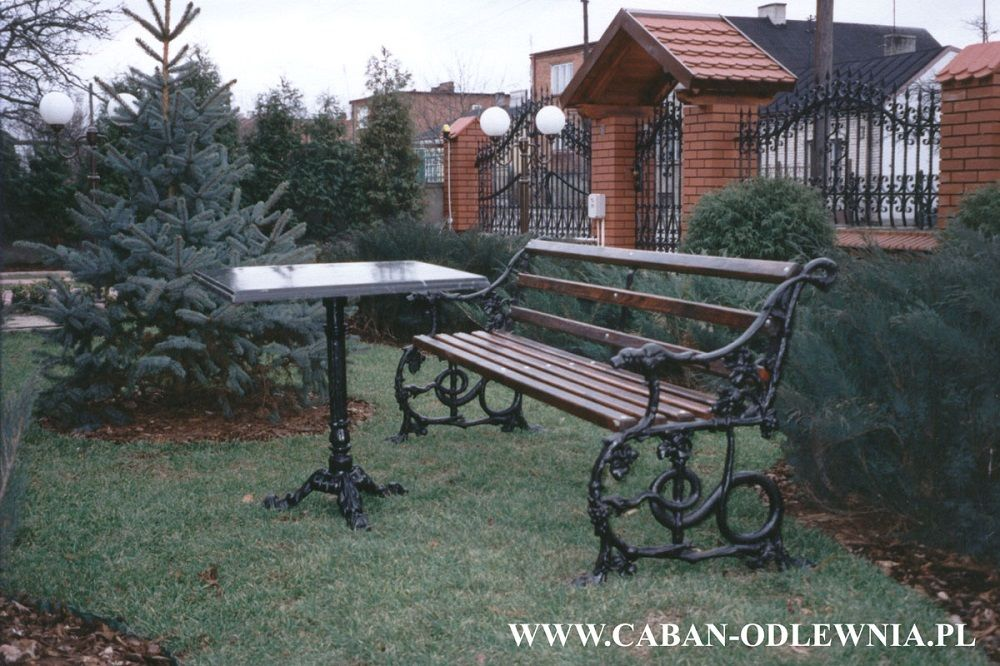 Renovation of cast iron - antique bench after renovation and reconstruction - black
